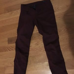 Form fitting maroon skinny jeggings